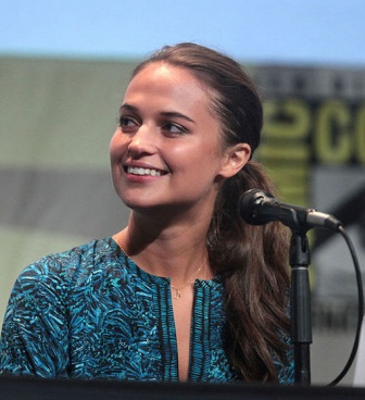 Alicia_Vikander_2015_Comic-Con_03