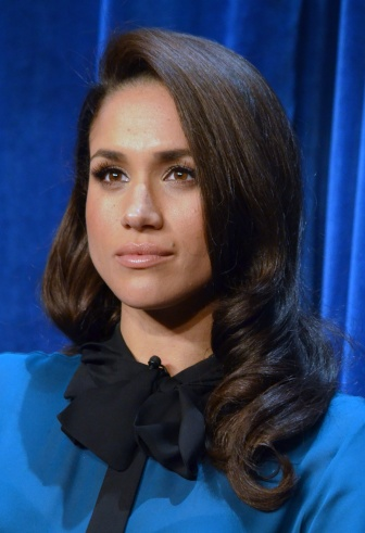 Maghan Markle in einer Bluse
